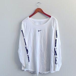 *flawed* Nike Sportswear Long Sleeve Logo T-Shirt